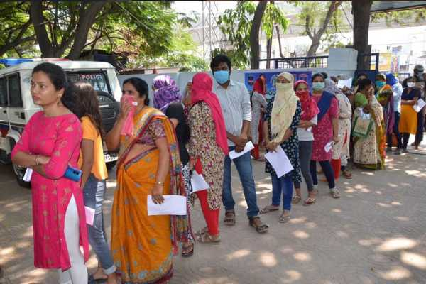 students waiting for police permission to go to andhra coronavirus